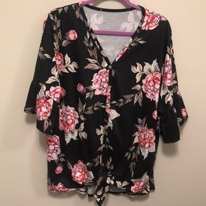 Tops - Stylish Black Floral Top w/ Bell Sleeves! Size 2X
